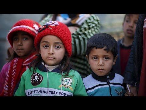 Δεκάδες χιλιάδες πρόσφυγες εγκλωβισμένοι στη μεθόριο Συρίας-Τουρκίας