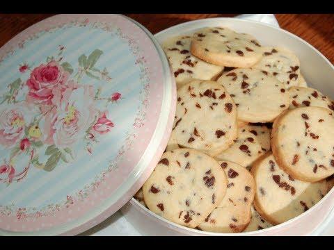 Biscotti con gocce di cioccolato | Le ricette di DELIZIEePASTICCi
