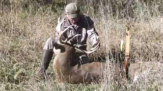 Video Traditional Bow Hunting for Giant White-Tail Deer MP3, 3GP, MP4, WEBM, AVI, FLV Agustus 2017