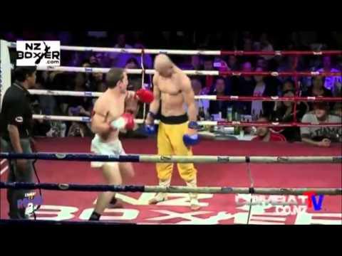 少林武僧被對手連續重擊8拳,竟然不倒,就此崩潰!