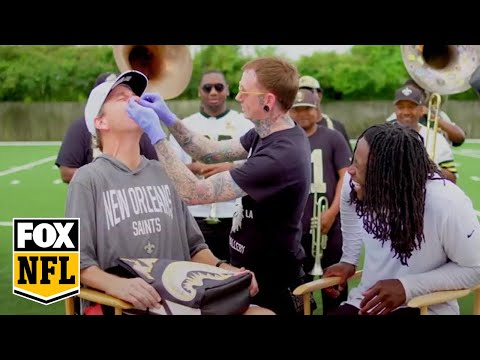 Video: Alvin Kamara and Cooper Manning get matching nose rings | MANNING HOUR | FOX NFL