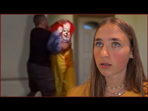 Video Dad Tackles Scary Killer Clown After He Breaks in - We Left Florida! download in MP3, 3GP, MP4, WEBM, AVI, FLV January 2017
