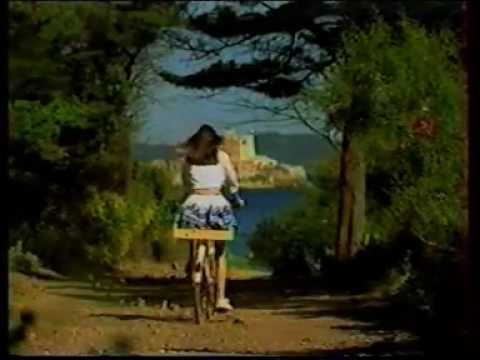 Puget Publicité : La Jeune Fille à Bicyclette (1997)
