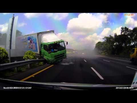 只差3公尺大貨車就會迎面撞上,生死一瞬間!!