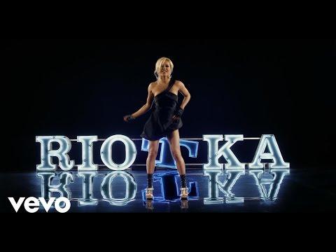 Tekst piosenki Doda - Riotka po polsku