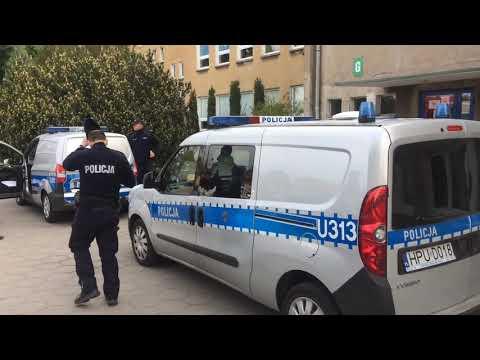 Wideo1: Alarm bombowy przed maturą w ZSRB w Lesznie