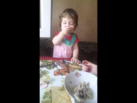 ყველაზე საყვარელი ბავშვის საუზმობა (ვიდეო)