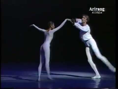 Pas de Deux from Mozart - Bolshoi Ballet - Ivanov & Bae