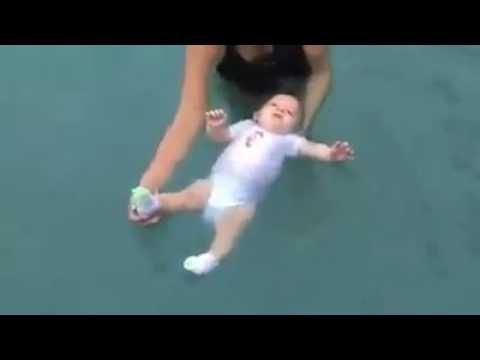 Tập bơi sớm cho trẻ tốt như thế nào
