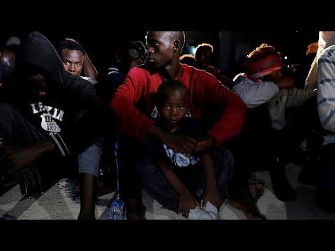Italien: EU-Schiff bringt Flüchtlinge nach Libyen