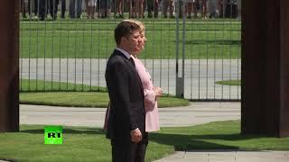Merkel violently shakes while meeting Ukrainian president