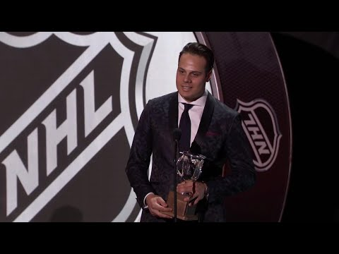 Video: Maple Leafs' Matthews wins Calder Trophy