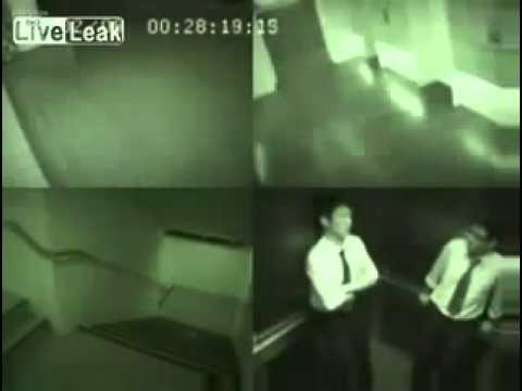apparizione di uno spirito maligno in un ascensore da brividi!