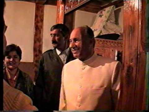 pamir - In 1995 for the first time in the history of the Pamiri ismailis Mawlana Shah Karim Al Husseyni Aga Khan visited His pamiri followers.In this rare video Khud...