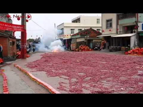 男子把1000000個鞭炮放在一起同時點燃,結果下一秒!