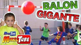 Video RETO de FUTBOL con BALON GIGANTE MP3, 3GP, MP4, WEBM, AVI, FLV Oktober 2017