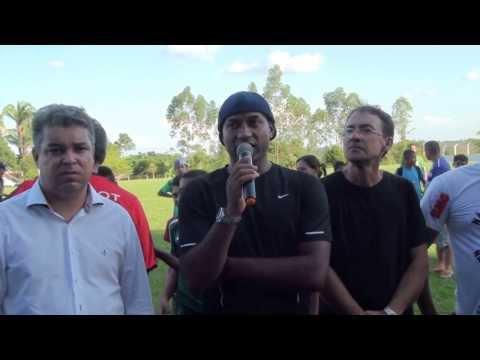 Ex jogador Viola Discursando durante evento em Luzinópolis