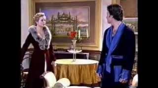 """Após a cerimônia de casamento, Aurélia revela a Fernando que o """"comprou""""."""