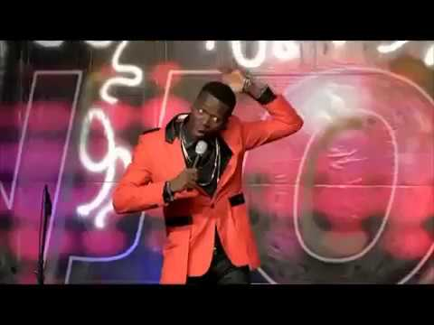 Akpororo crazy on stage again