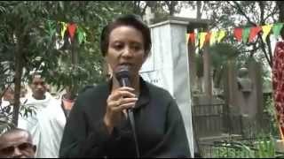 Tilahun Gessesse's Statue at Selassie Catedral (የኃውልት ምሪቃት)