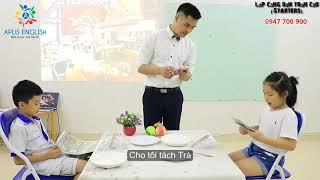 Emma (Minh Thảo) và Peter (Đức Nguyên) at the restaurant - APUS ENGLISH