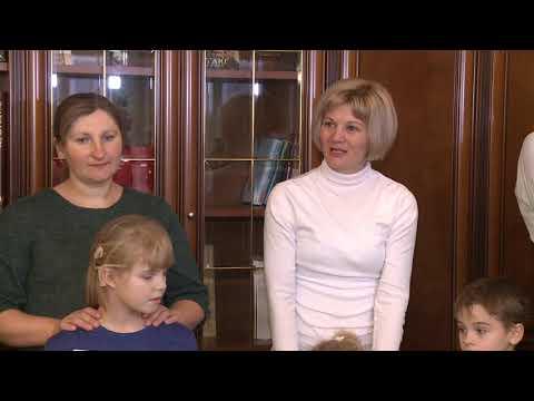 Copiii care au beneficiat de implanturi cohlear în anul 2017 l-au colindat pe Președintele țării
