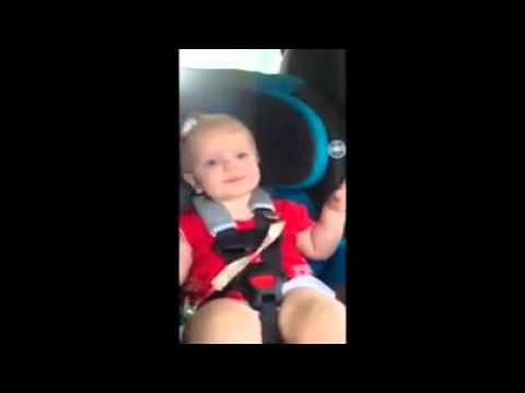 guardate questa bimba come reagisce alla musica