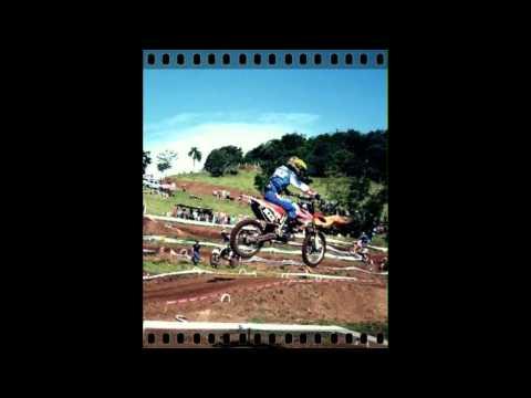 Motocross dia 6 de novembro na Chácara Souza - Pinheirinho do Vale.avi