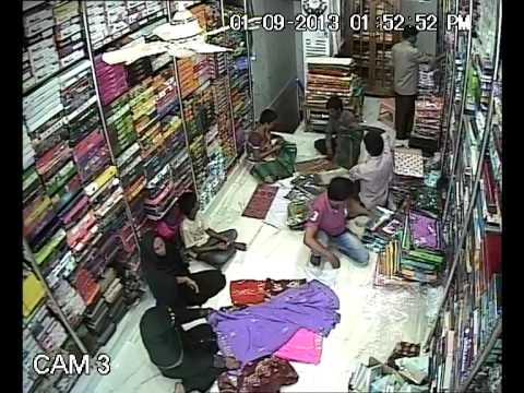 Video Women theft Sarees in Tulasi showroom download in MP3, 3GP, MP4, WEBM, AVI, FLV January 2017
