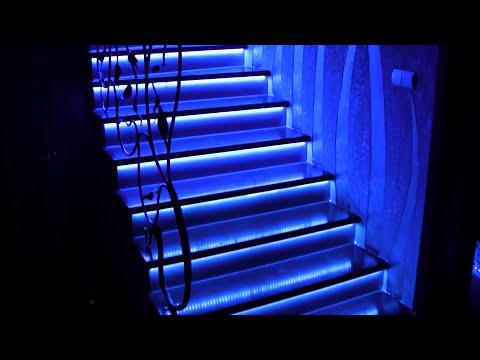 Oświetlenie schodowe . Podświetlenie schodów taśmami LED.