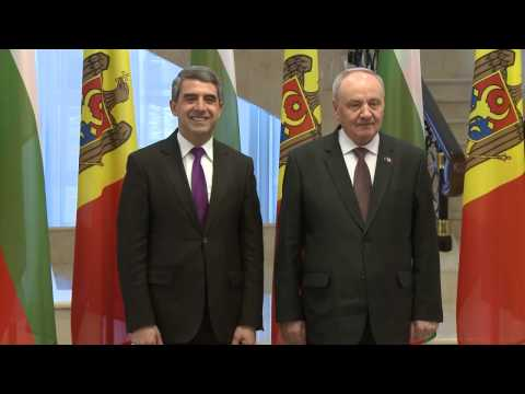 Bulgarian president comes to shake hands with Moldovan president like to respected friend, politician