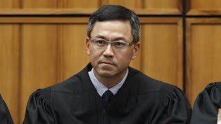 Trong phán quyết mới đưa ra, một thẩm phán liên bang tại Hawaii làm suy yếu hơn nữa tác dụng của sắc lệnh di trú do Tổng Thống Trump ký ban hành, khi mở rộng thành phần thân nhân của công dân Mỹ có thể dùng mối quan hệ này để xin chiếu khán nhập cảnh.Người Việt TV (c) 2017 - http://NGUOIVIETTV.comNgười Việt Online - http://NGUOI-VIET.com