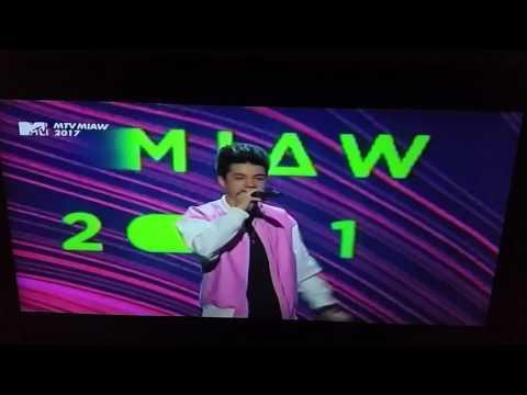 MTV MIAW 2017| Mario Bautista ft. Juanpa Zurita y Lele Pons