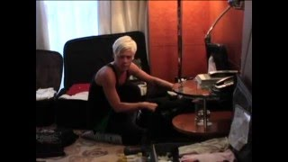 Pink, Live In Australia - Behind The Scenes (Part 2/4)