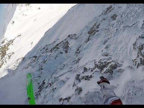 Laskija Ivan Malakhov tipahtaa hurjan näköisesti alas vuoren rinnettä