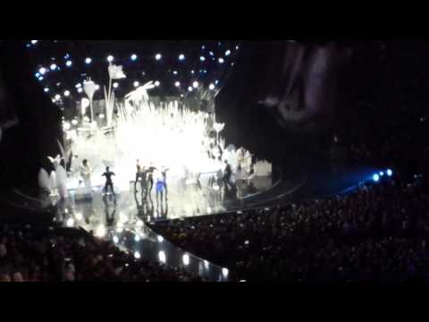Lady Gaga – Applause (Live) VMA 2013