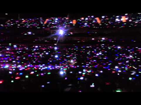 Coldplay's LED colour bands light up the O2 @ Under 1 Roof (It's so beautiful)