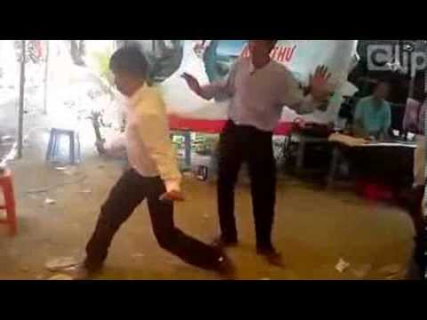 Chú rể nhảy túy quyền trong đám cưới :))