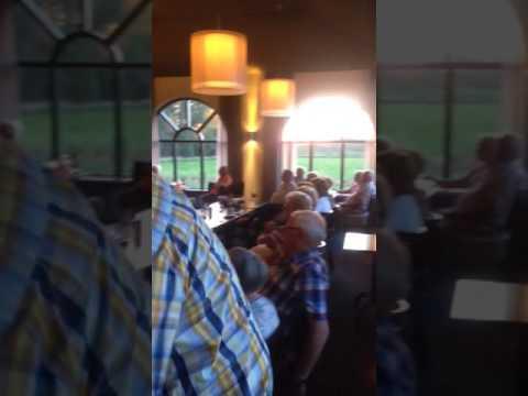 Dansen en zingen bij Hotel Port of Moerdijk