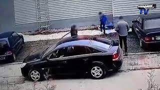 Rodzina wysiadła z samochodu pod Biedronką! To co zrobili później rozwścieczyło setki internautów!