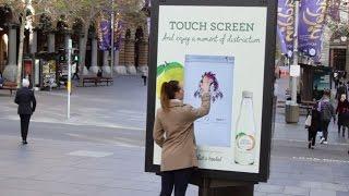 可口可樂與JCDecaux合作的廣告機活動