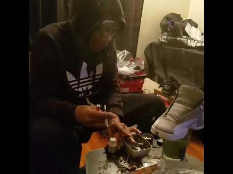 Dave the sneaker guy #daytoday  smoke 1 and work !!  @davethesneakerguy on instagram