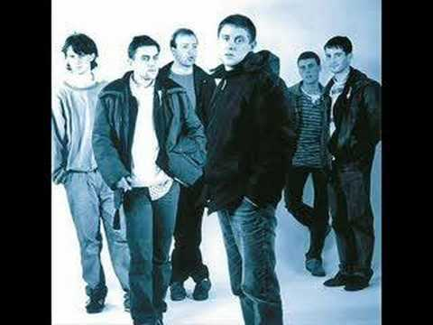 Happy Mondays - The Boys Are Back In Town lyrics