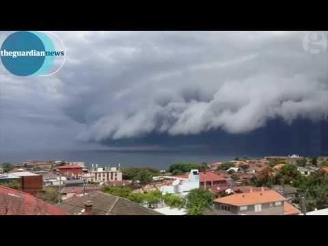 澳洲天空驚現的「海嘯雲」看照片已經覺得恐怖,怎知影片讓大家都更驚惶不安!