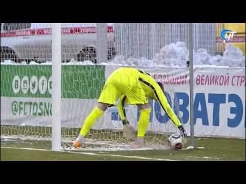 На стадионе «Электрон» команде «Тосно» противостояли игроки клуба «Сибирь»