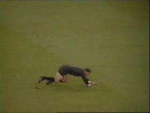 L'arbitro prova imitare Ronaldo (видео)