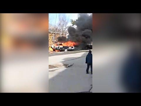 «Поджег машину отца и бросился в огонь»: на Урале парень пострадал во время пожара
