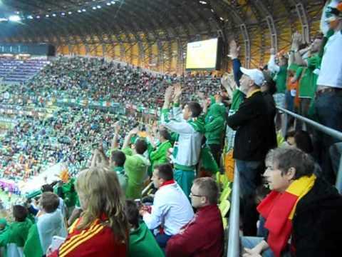 La afición Irlandesa canta tras el 0-4 de España Euro 2012