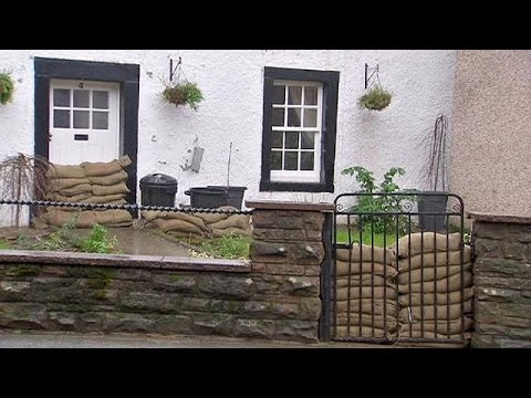 Αγγλία: Βγήκε ο στρατός στους δρόμους χτίζοντας αναχώματα για τις επικείμενες πλημμύρες