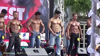 Download Video Insiden TERJATUHNYA peserta body contest karena terlalu bersemangat saat perform (KASIH KERAS)!! MP3 3GP MP4